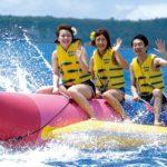カヌチャリゾート発|海と空を楽しむ!パラセール&バナナボート体験